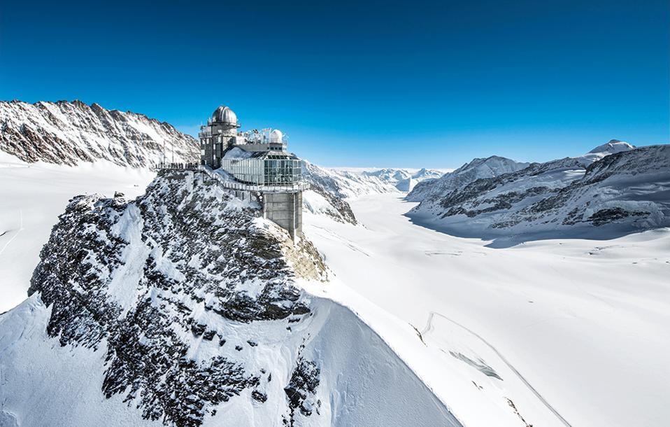 Το Jungfraujoch, το διάσελο που ενώνει σε υψόμετρο 3.466 μ. τις κορυφές Jungfrau και Mönch, είναι προσβάσιμο από το 1912 με τρένο. (Φωτογραφία: Rob Lewis/Jungfrau Region)