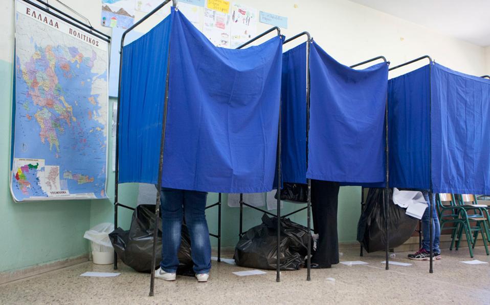 Το ενδεχόμενο οι εκλογές να καθυστερήσουν μετά τον προσεχή Μάρτιο «εξυπηρετεί» τον πρωθυπουργό Αλέξη Τσίπρα.