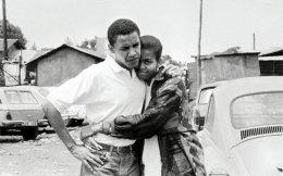 Μπαράκ Ομπάμα και Μισέλ Ρόμπινσον -αρραβωνιασμένοι και ερωτευμένοι- ταξίδεψαν στην Κένυα το καλοκαίρι του 1992.