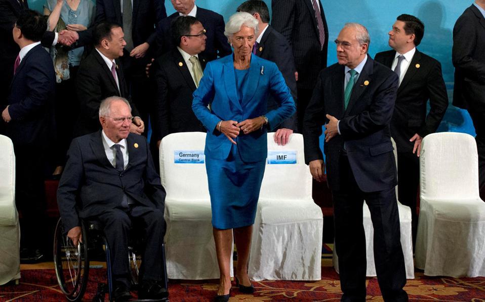 Σόιμπλε - Λαγκάρντ. Η απόσταση ανάμεσα στους ευρωπαϊκούς θεσμούς και το Διεθνές Νομισματικό Ταμείο (ΔΝΤ) όσον αφορά τους στόχους των πρωτογενών πλεονασμάτων της χώρας μας δεν έχει γεφυρωθεί.