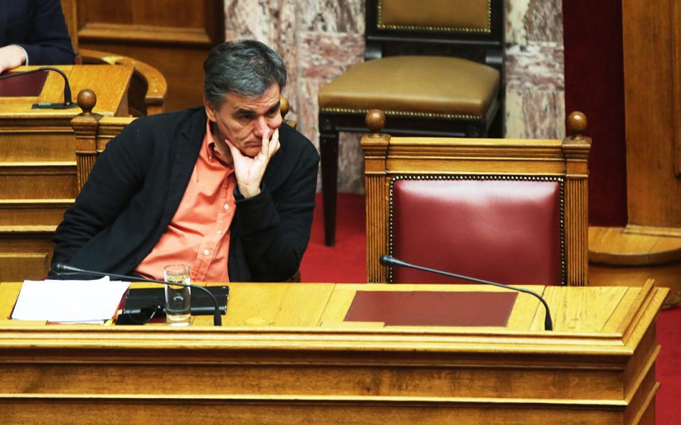 Δεν αποκλείεται οι θεσμοί να στείλουν στην Αθήνα επιστολή που να περιγράφει πιο αναλυτικά τις προϋποθέσεις που θα επιτρέψουν την επιστροφή των εκπρόσωπων τους, αν και όπως λένε ευρωπαϊκές πηγές στην «Κ», το μήνυμα που πέρασε στον κ. Τσακαλώτο στο Eurogroup ήταν ξεκάθαρο και δεν υπάρχει λόγος για περαιτέρω αποσαφηνίσεις.