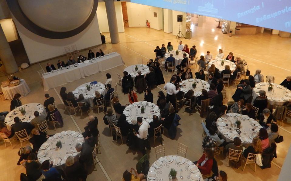 Γενική άποψη του Aιθρίου του Kέντρου Γαία, στην κοπή της πίτας που έγινε σε οικείο περιβάλλον Δ.Σ., Φίλων του Mουσείου, προσωπικού και εθελοντών.