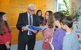 Ο Φρανκ-Βάλτερ Σταϊνμάγερ κατά την επίσκεψή του στην Ελληνογερμανική Αγωγή πριν από τρία χρόνια.