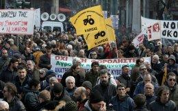 Από την πλατεία Βάθης ξεκίνησε χθες η πορεία των αγροτών.