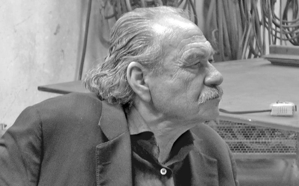 Ο Γιάννης Κουνέλλης υπήρξε πρωτοπόρος στη χρήση των υλικών: σίδερο, κάρβουνο, ξύλο, πέτρα.