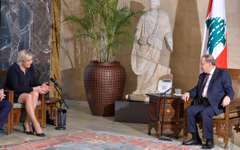 Είναι ακροδεξιά, είναι επικίνδυνη, αλλά, όπως βλέπετε στη φωτογραφία από την επίσκεψή της στον Λίβανο, είναι και Γαλλίδα.
