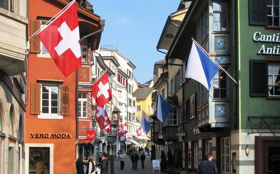 Στη Ζυρίχη το κόστος κατ' άτομο, ημερησίως, ανέρχεται στα 212 δολάρια, όπως προκύπτει από τη λίστα με τους προορισμούς με την υψηλότερη αξία για το 2017 που δημοσίευσε η ταξιδιωτική πλατφόρμα Hoppa.
