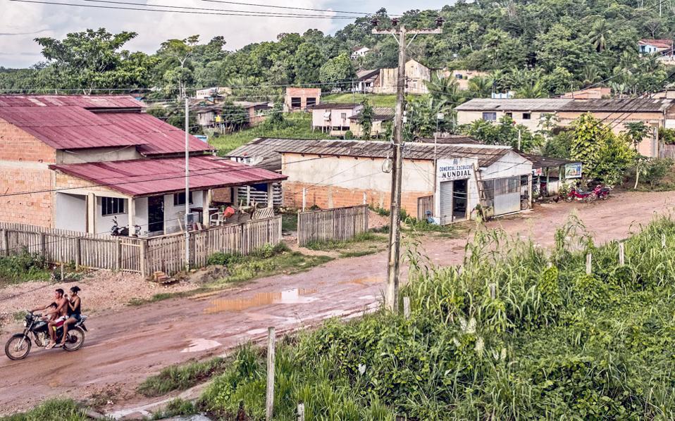 Η Φορντλάντια στη Βραζιλία, μια κοινότητα που ίδρυσε το 1928 ο Χένρι Φορντ, κατοικείται σήμερα από 2.000 ανθρώπους, πολλοί εκ των οποίων ζουν στις αρχικές κατασκευές.