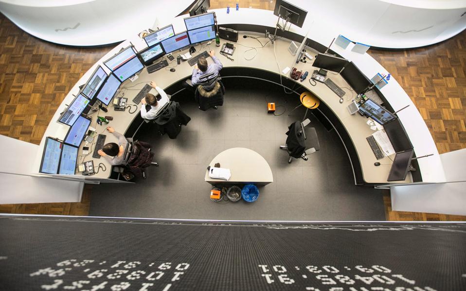 O FTSEurofirst 300 έκλεισε με άνοδο 0,7%. Ο Ftse 100 είχε οριακή κάμψη (0,34%), ενώ στο Παρίσι ο Cac 40 κατέγραψε κέρδη (0,49%) και ο Dax στη Φρανκφούρτη κινήθηκε ανοδικά κατά 1,18%.