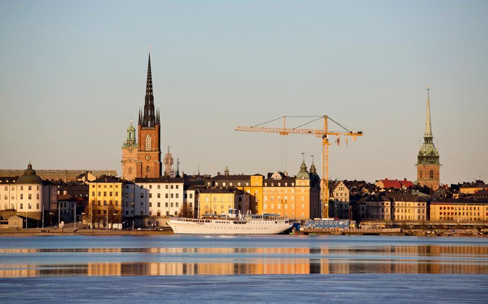 Η Κεντρική Τράπεζα της Σουηδίας επιδιώκει να επανεκκινήσει τον πληθωρισμό. Γι' αυτό και πριν από δύο χρόνια μείωσε τα επιτόκια σε επίπεδα κάτω του μηδενός.
