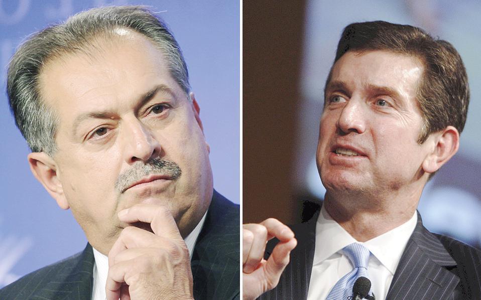 Μεταξύ των επιχειρηματιών που συγκεντρώθηκαν στον Λευκό Οίκο για να συζητήσουν με τη νέα ηγεσία ήταν ο διευθύνων σύμβουλος του ομίλου ειδών κατανάλωσης Johnson & Johnson Αλεξ Γκόρσκι (δεξιά) και ο διευθύνων σύμβουλος της εταιρείας χημικών Dow Chemical Αντριου Λιβέρης (αριστερά).