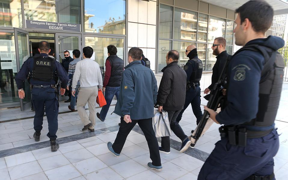 Δύο νέα αδικήματα, αλλά και διαβεβαιώσεις ότι υπάρχουν οι προϋποθέσεις για τη διεξαγωγή δίκαιης δίκης, περιλαμβάνονται στο νέο αίτημα των τουρκικών αρχών για έκδοση των οκτώ Τούρκων αξιωματικών.