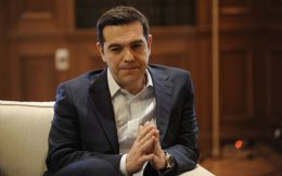 Ο κ. Τσίπρας αναμένει «στροφή» της οικονομίας, ώστε να ανακτήσει δυνάμεις και να δώσει με αξιώσεις την επόμενη εκλογική μάχη, πιθανότατα εντός του 2018.