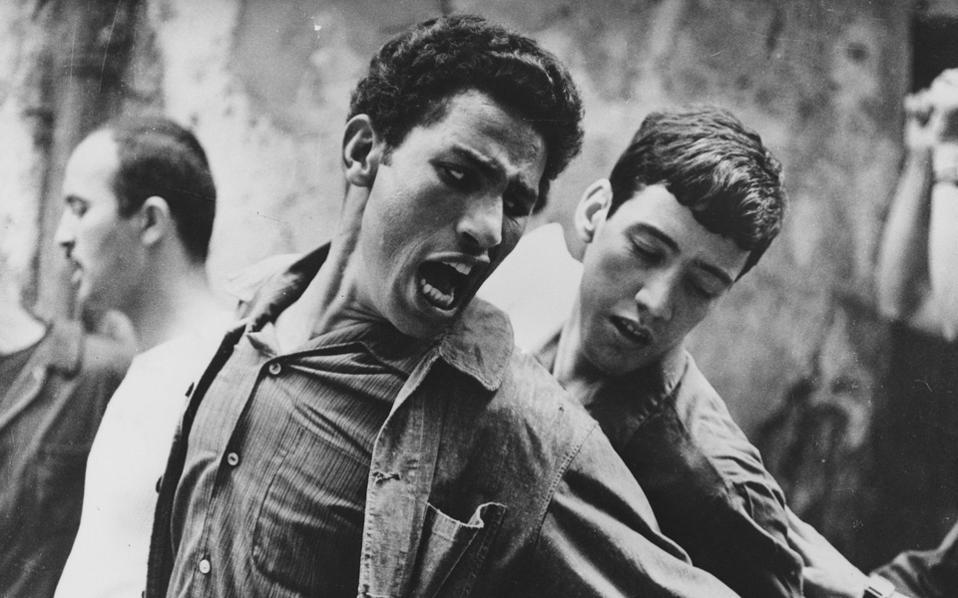 Το έγκλημα του Ιβτόν φαίνεται πως ήταν το γεγονός ότι με τη βόμβα έπαιρνε θέση στο πλευρό των Αλγερινών, εναντίον της γαλλικής αποικιοκρατίας.