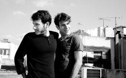 Τα αδέλφια Καλογεράκη μελοποιούν ποίηση από τα 16 τους χρόνια και διακρίθηκαν στην 4η ακρόαση της Μικρής Αρκτου, από την οποία κυκλοφόρησε το άλμπουμ τους «Προσωπικό».