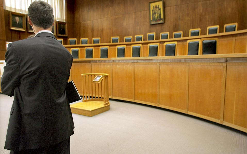 Εκτός από την ΕΣΕΕ, στη Δικαιοσύνη έχουν αποφασίσει να προσφύγουν το Οικονομικό Επιμελητήριο της Ελλάδος, η Ολομέλεια των Δικηγορικών Συλλόγων, η ΓΣΕΒΕΕ και ο Πανελλήνιος Σύνδεσμος Τεχνικών Εταιρειών (ΣΑΤΕ). Ηδη, έχει προσφύγει στο ΣτΕ ο Ιατρικός Σύλλογος Αθηνών.