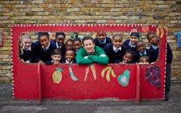 Ο Τζέιμι Ολιβερ έχει ξοδέψει πολύ χρόνο και ενέργεια, και έχει αναλάβει αρκετές πρωτοβουλίες για την υγιεινή διατροφή των παιδιών.