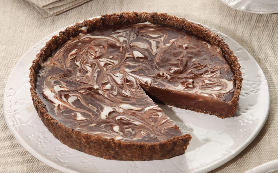 Νηστήσιμη τάρτα μαύρης σοκολάτας με καρύδα