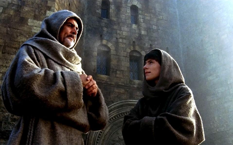 Γουλιέλμος του Μπάσκερβιλ (Σον Κόνερι) και Αντσο του Μελκ (Κρίστιαν Σλέιτερ) στο «Ονομα του Ρόδου» του Ζαν-Ζακ Ανό.