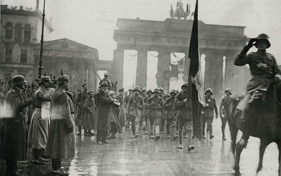Δεκέμβριος, 1918. Βερολίνο. Η επιστροφή από το μέτωπο. Κι όμως, μόλις ένα μήνα πριν, οι Βερολινέζοι πίστευαν ότι είχαν κερδίσει τον πόλεμο!