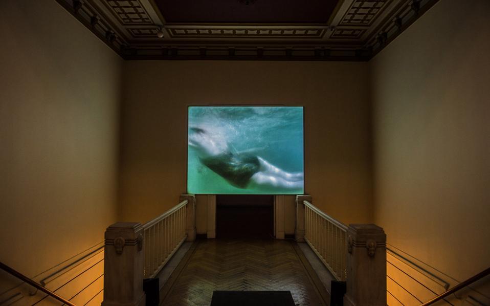 To φιλμ «Hand-Me-Downs» (2011) της Υto Barrada, στο οποίο η καλλιτέχνις ασχολείται με μύθους βγαλμένους από το οικογενειακό της παρελθόν.