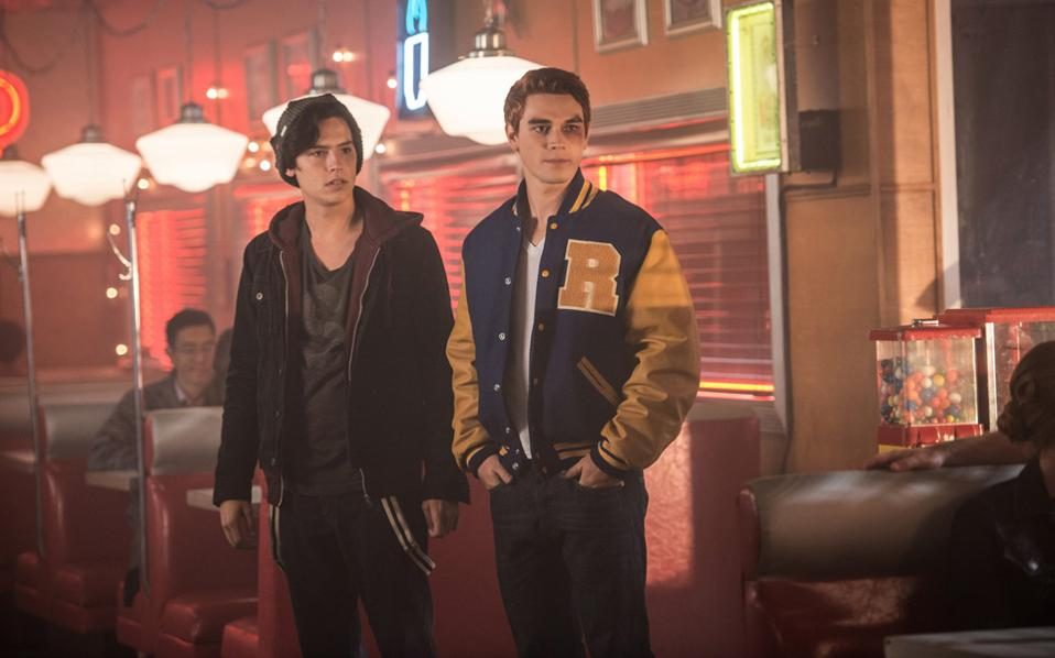 Το «Riverdale» αφηγείται την ιστορία ενός εφήβου σε μια μικρή πόλη των ΗΠΑ.