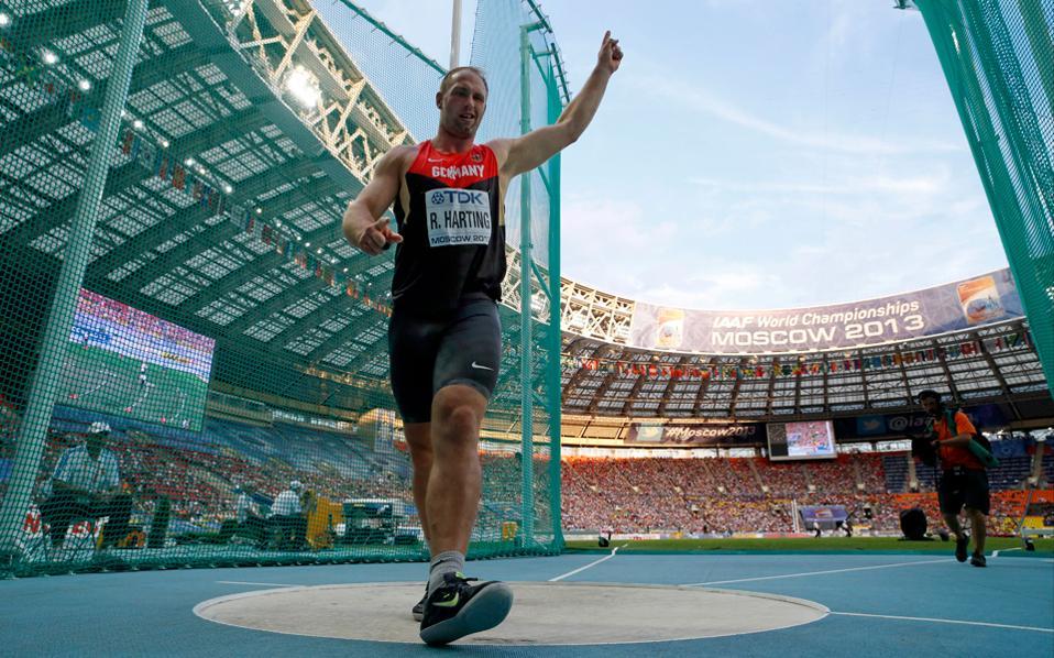 O χρυσός Ολυμπιονίκης στη δισκοβολία στο Ρίο, Κρίστοφ Χάρτινγκ, επετέθη κατά του συμπατριώτη του, ηγέτη της ΔΟΕ, Τόμας Μπαχ.