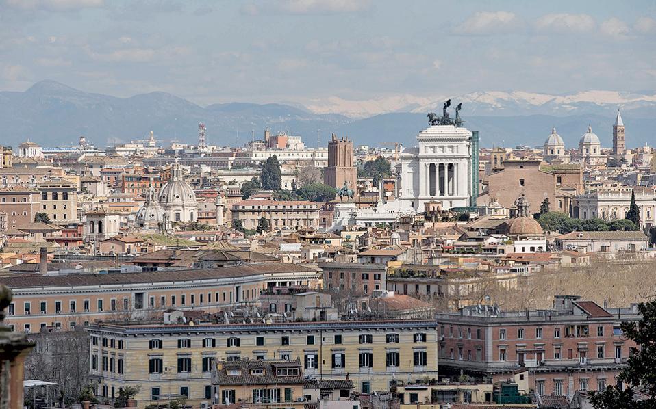 Οι άνθρωποι θα έπρεπε να είναι η Ρώμη. Να επιτρέπουν να συνυπάρχει όλη η ιστορία. Και να πατάνε στο τώρα.
