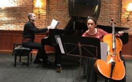 Ο πιανίστας Αρης Γραικούσης και η Χιλιανή τσελίστρια Fabiola Ojeda.