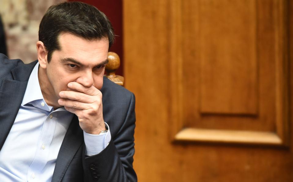 Το ρίσκο μιας μακρόσυρτης διαπραγμάτευσης, παρά τα όποια κομματικά οφέλη αποδώσει, είναι πολύ μεγάλο για τον πρωθυπουργό Αλέξη Τσίπρα.
