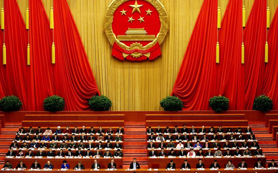 Ο Κινέζος ηγέτης Σι Τζινπίνγκ στο προεδρείο της ετήσιας συνόδου του Κοινοβουλίου.