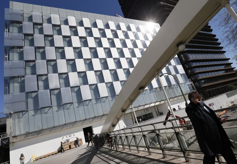 Ζara μαγαζάρα. Το μεγαλύτερο κατάστημα της, 6.000 τετραγωνικών μέτρων ανοίγει η Ισπανική αλυσίδα ρούχων στην Μαδρίτη στις αρχές Απριλίου. EPA/MARISCAL