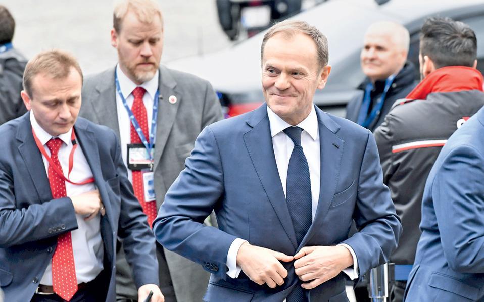 Ο Ντόναλντ Τουσκ κατά την άφιξή του σε συνάντηση με τους ηγέτες του Ευρωπαϊκού Λαϊκού Κόμματος (ΕΛΚ), χθες, στις Βρυξέλλες.