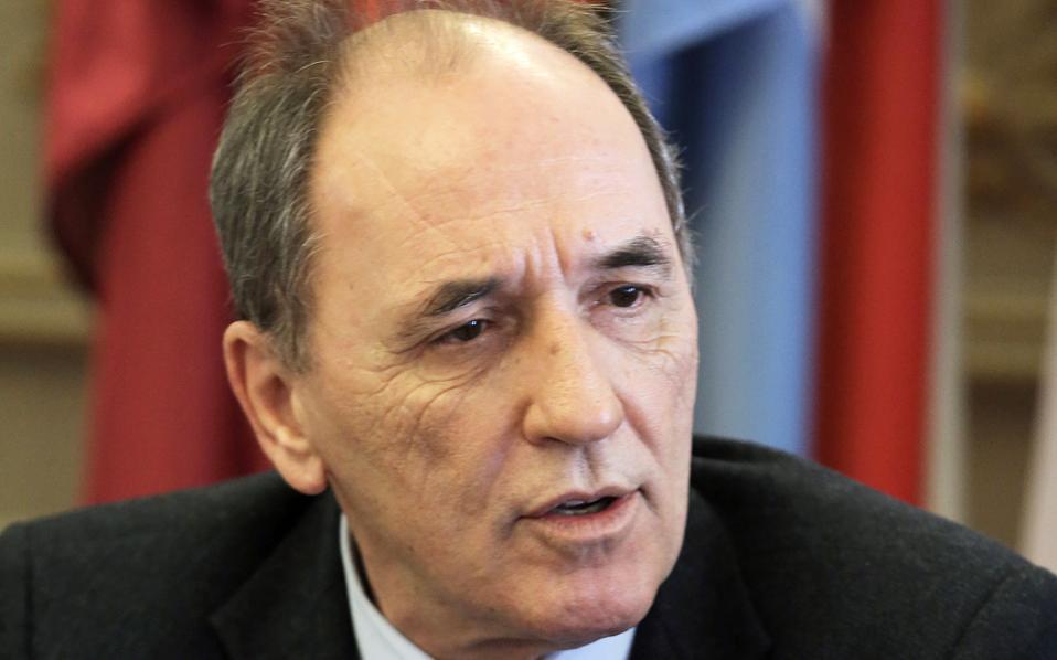 Ο υπουργός Ενέργειας κ. Σταθάκης υποστήριξε επίσης ότι ο διορισμός του κ. Νίκα εγκρίθηκε από τη ΡΑΕ και ότι κατά τη συνταξιοδότησή του έλαβε το εφάπαξ που προβλέπει η ΕΣΣΕ.