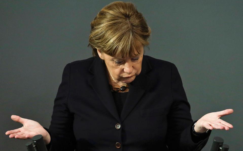 Απορία και σκεπτικισμός για την καγκελάριο Μέρκελ μετά τα σχόλια Γερμανών αναλυτών, που την εγκάλεσαν πως «πέταξε το μπαλάκι» στις τοπικές αρχές των γερμανικών πόλεων όπου είχαν προγραμματιστεί οι ομιλίες.
