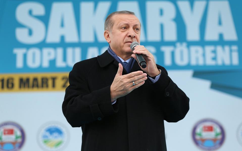 Ο Ταγίπ Ερντογάν σε προεκλογική του ομιλία την Πέμπτη στο Εσκισεχίρ, όπου προέβη και πάλι σε προκλητικές δηλώσεις κατά της Ε.Ε.