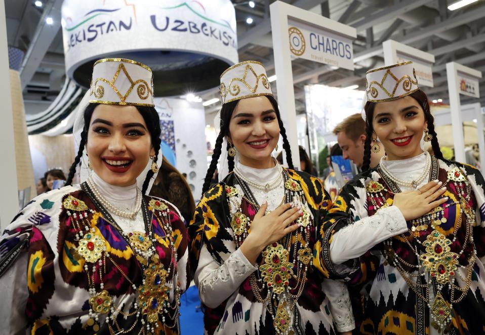 Οι ομορφιές του Ουζμπεκιστάν. Η Διεθνής Ταξιδιωτική Εκθεση (ITB) λαμβάνει χώρα αυτές τις ημέρες στο Βερολίνο με περισσότερους από 10.000 εκθέτες από 187 χώρες. Ανάμεσά τους και οι καλλονές από το όχι και τόσο μακρινό Ουζμπεκιστάν. EPA/FELIPE TRUEBA
