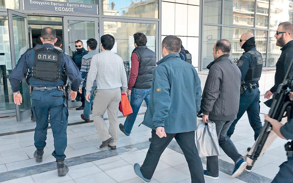 Σε εκκρεμότητα σε πρώτο και δεύτερο βαθμό βρίσκονται τα αιτήματα ασύλου των 8 Τούρκων στρατιωτικών, για τους οποίους ο Αρειος Πάγος αποφάσισε ότι δεν πρέπει να εκδοθούν στην πατρίδα τους.