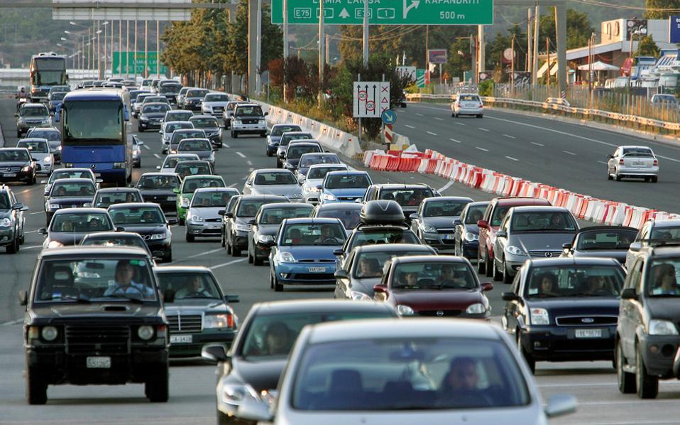 Μέσα από τη διαδικασία εντοπισμού των οχημάτων για τα οποία δεν έχουν καταβληθεί τέλη κυκλοφορίας την περίοδο 2013-2016, θα επιχειρηθεί να διαπιστωθεί και ποια από τα οχήματα αυτά είναι ανασφάλιστα.