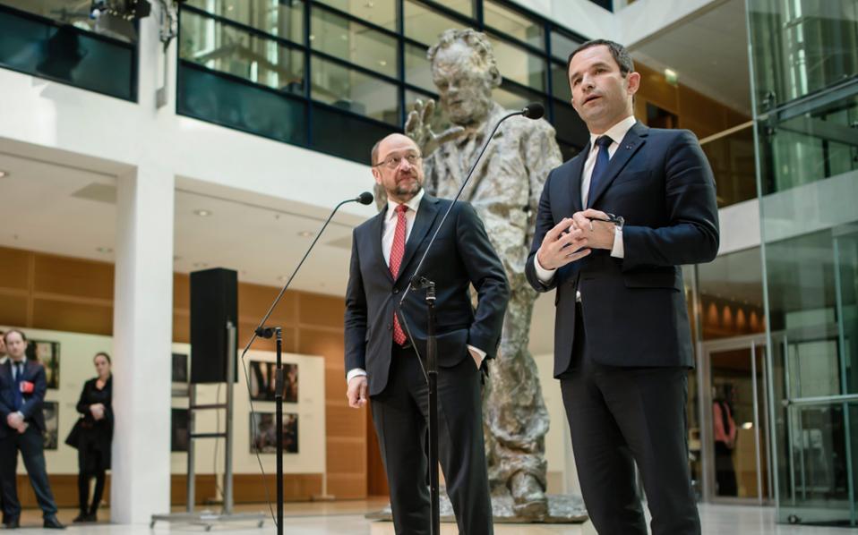 Στην κοινή συνέντευξη Τύπου, ο Μάρτιν Σουλτς εξέφρασε τη στήριξη της γερμανικής Σοσιαλδημοκρατίας προς την υποψηφιότητα Αμόν.