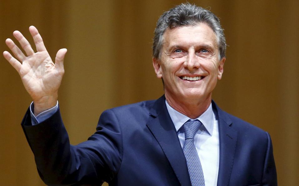 Η κατάρρευση της δημοτικότητας του κ. Μάκρι ξεκίνησε τον Φεβρουάριο, μετά την αποτυχημένη προσπάθεια διαπραγμάτευσης του χρέους της χώρας.