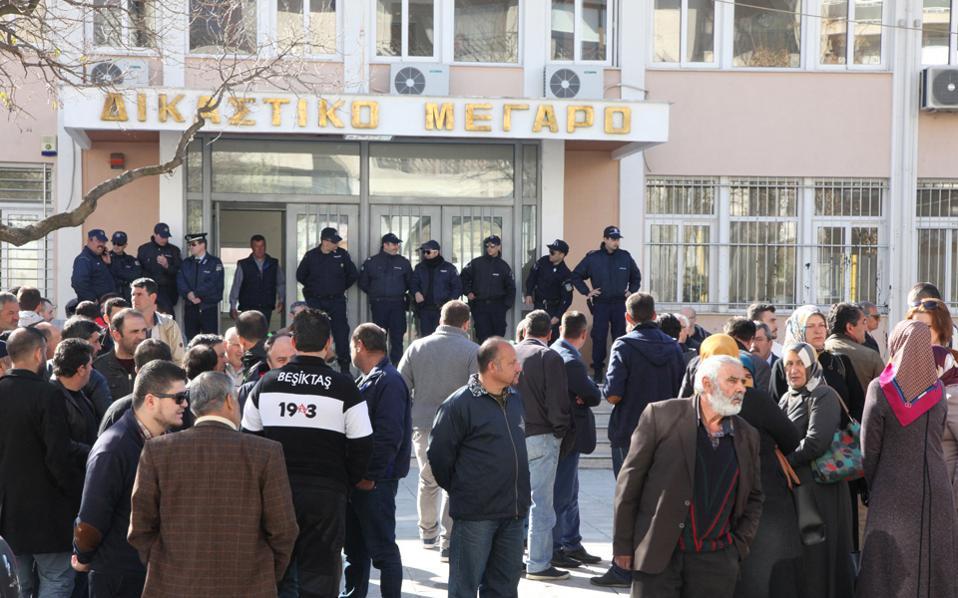 Συγκέντρωση διαμαρτυρίας πραγματοποίησαν χθες μουσουλμάνοι, έξω από το Δικαστικό Μέγαρο Ξάνθης.