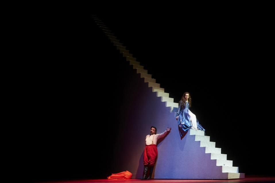 Rigoletto. Ο Ισπανός βαρύτονος Carlos Alvarez και η Ιταλίδα σοπράνο Desiree Rancatore πρωταγωνιστούν στην όπερα του Verdi που ανεβαίνει στην Liceu Opera της Βαρκελώνης.  EPA/ALEJANDRO GARCΝA