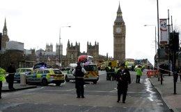 Λίγες ώρες μετά το πρόσφατο τρομοκρατικό χτύπημα στην καρδιά του Λονδίνου. Η βία, μόλις εκδηλωθεί, σκάει στα χέρια όλων και έχει μόνο ηττημένους και πληγωμένους.