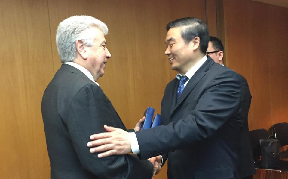 Η χρηματοδότηση του επενδυτικού σχεδίου για τη νέα λιγνιτική μονάδα Μελίτη στη Φλώρινα ήταν στο επίκεντρο της συνάντησης του προέδρου της China Development Bank κ. Hu Huaibang με τον επικεφαλής της ΔΕΗ κ. Μανόλη Παναγιωτάκη.