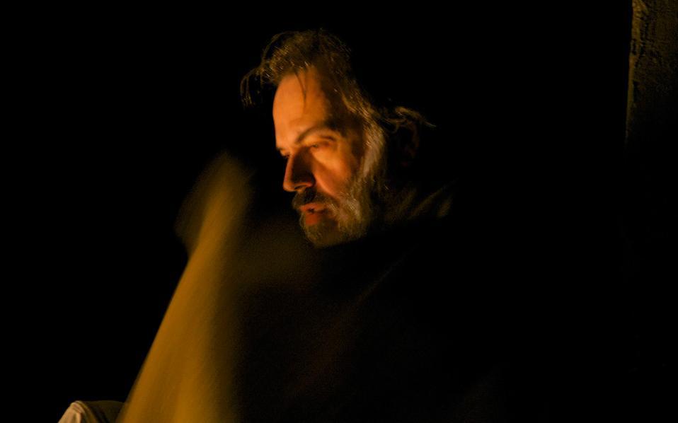 Ο Φώτης Μακρής στο «Κιβώτιο» του Αρη Αλεξάνδρου.