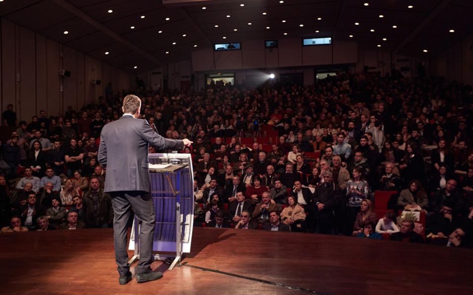 Ο πρόεδρος της Ν.Δ. Κυρ. Μητσοτάκης επαναλαμβάνει σε όλες τις δημόσιες τοποθετήσεις του ότι οι συμφωνίες (και τα μέτρα) δεσμεύουν τη χώρα. Οπερ σημαίνει ότι θα τα εφαρμόσει, παρότι διαφωνεί με το μείγμα πολιτικής.