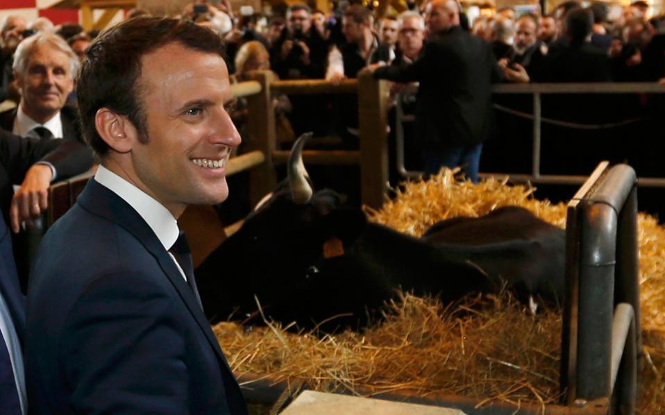 Την αγροτική έκθεση στο Παρίσι, απαραίτητο σταθμό κάθε υποψηφίου, επισκέφθηκε χθες ο Εμανουέλ Μακρόν.