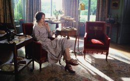 Η Νικόλ Κίντμαν στον ρόλο της Βιρτζίνια Γουλφ, στην κινηματογραφική μεταφορά του μυθιστορήματος «Οι ώρες» του Μάικλ Κάνινγκχαμ.