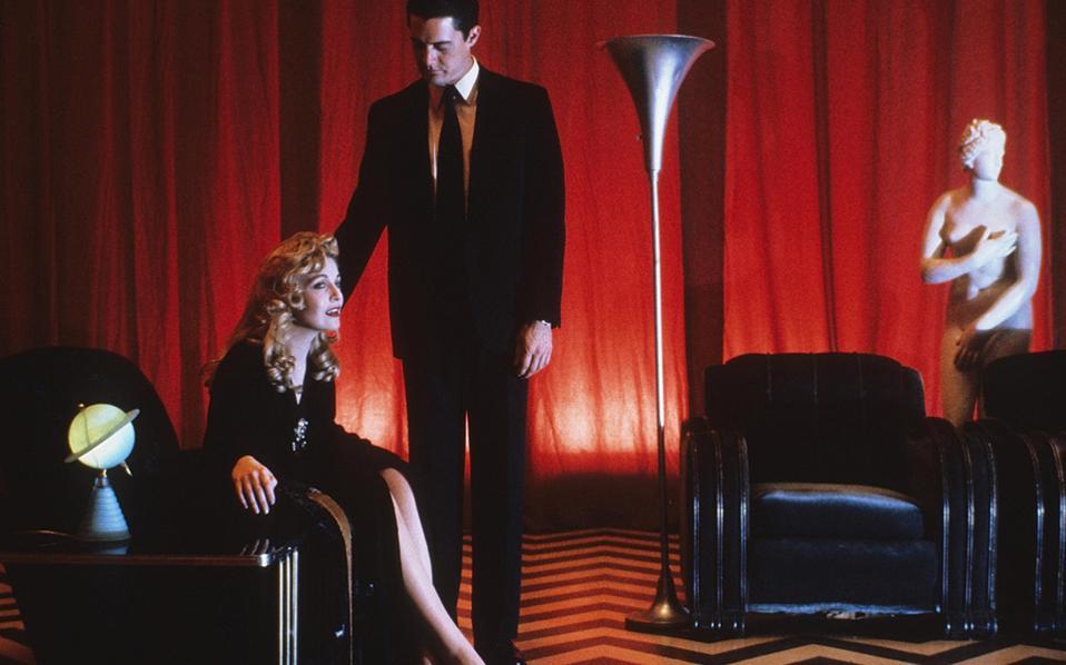 Ο ντετέκτιβ του FBI και η δολοφονημένη Λόρα Πάλμερ σε μία από τις ονειρικές σεκάνς της σειράς.